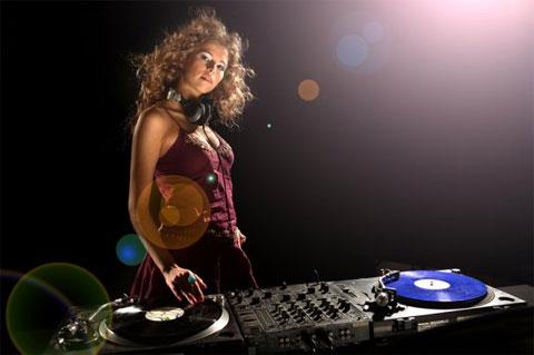 Девушка-диджей, девушка-музыка!