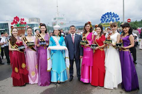Сегодня в Челнах вручат корону «Сабантуй гузэле - 2012»