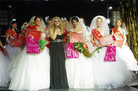 В Челнах назвали «Бриллиантовую невесту Татарстана-2012»