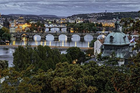 Экскурсии в Праге - Городе ста шпилей, 18 мостов и колоссального количества пивных пабов