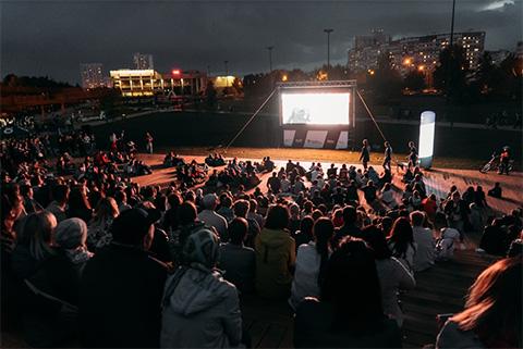 Фестиваль уличного кино в Набережных Челнах посетило 2400 человек